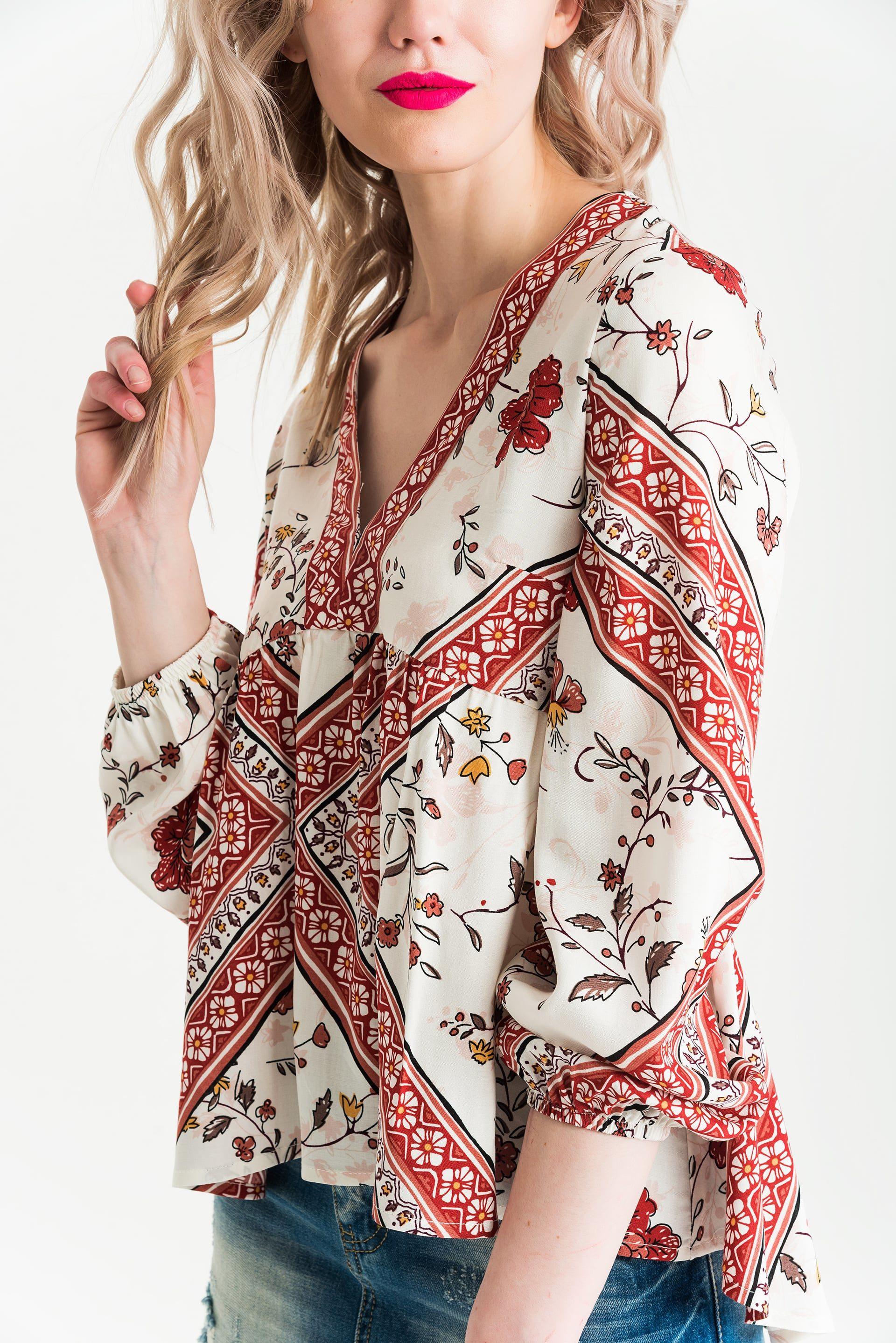 Блузка V-образным вырезом