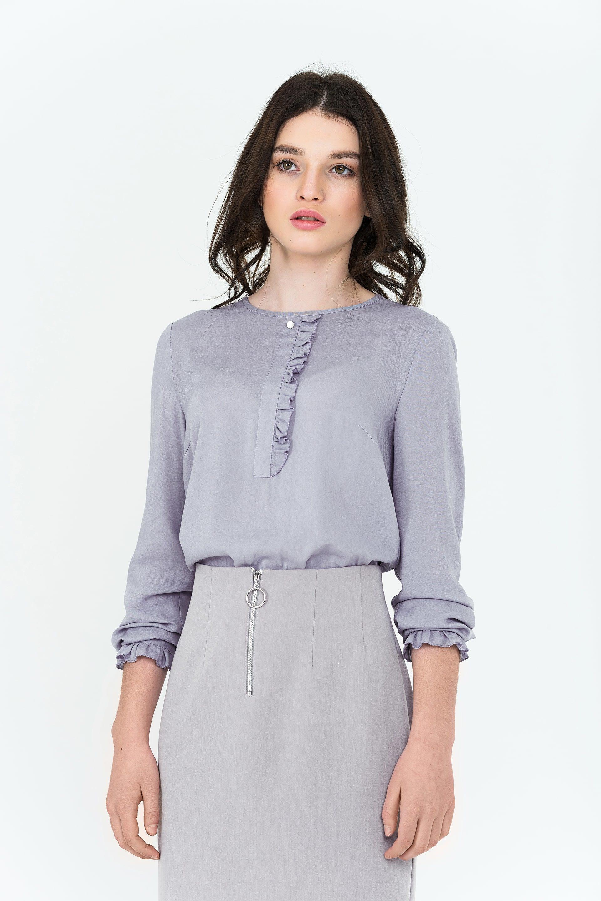 Блуза с рюшей по рукаву