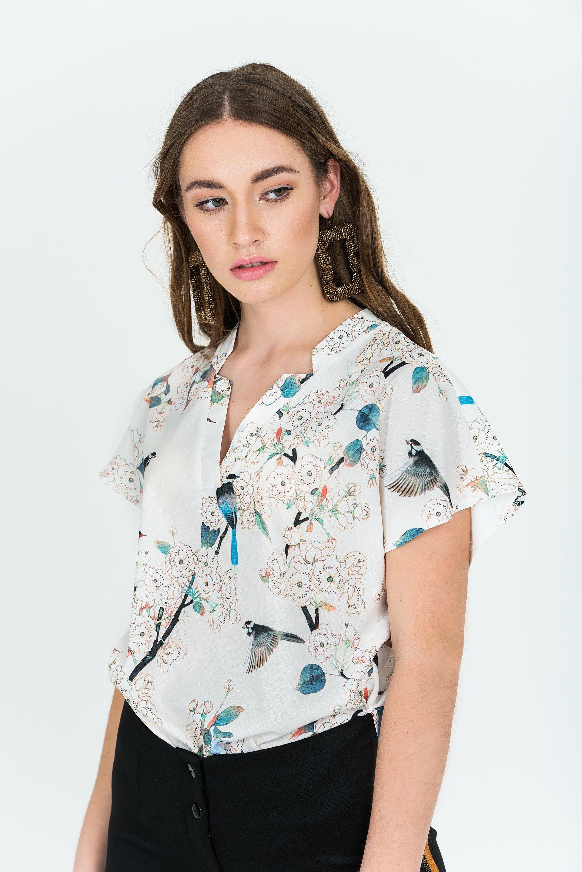 Блузка с декоративной планкой по горловине