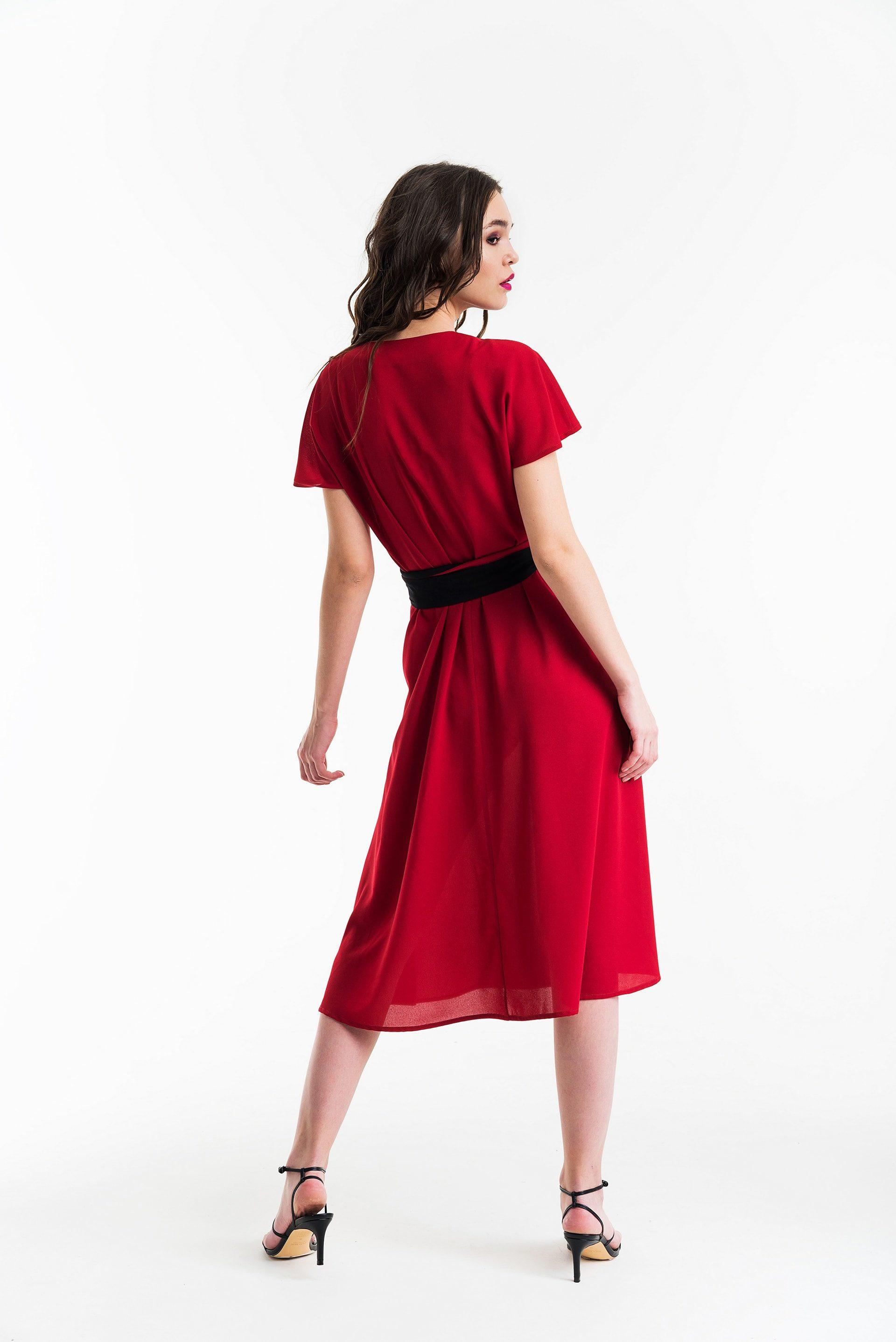 Платье расклешенное с поясом