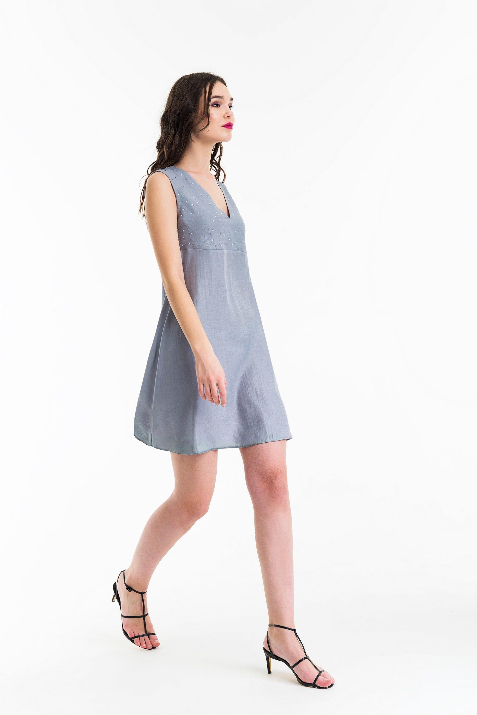 Платье с завязками на спинке