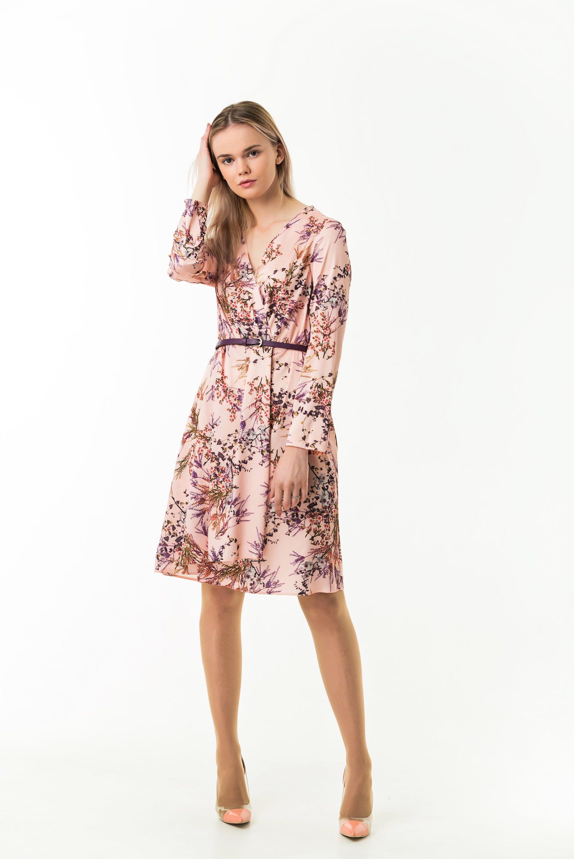 Платье с V-образным вырезом на запах