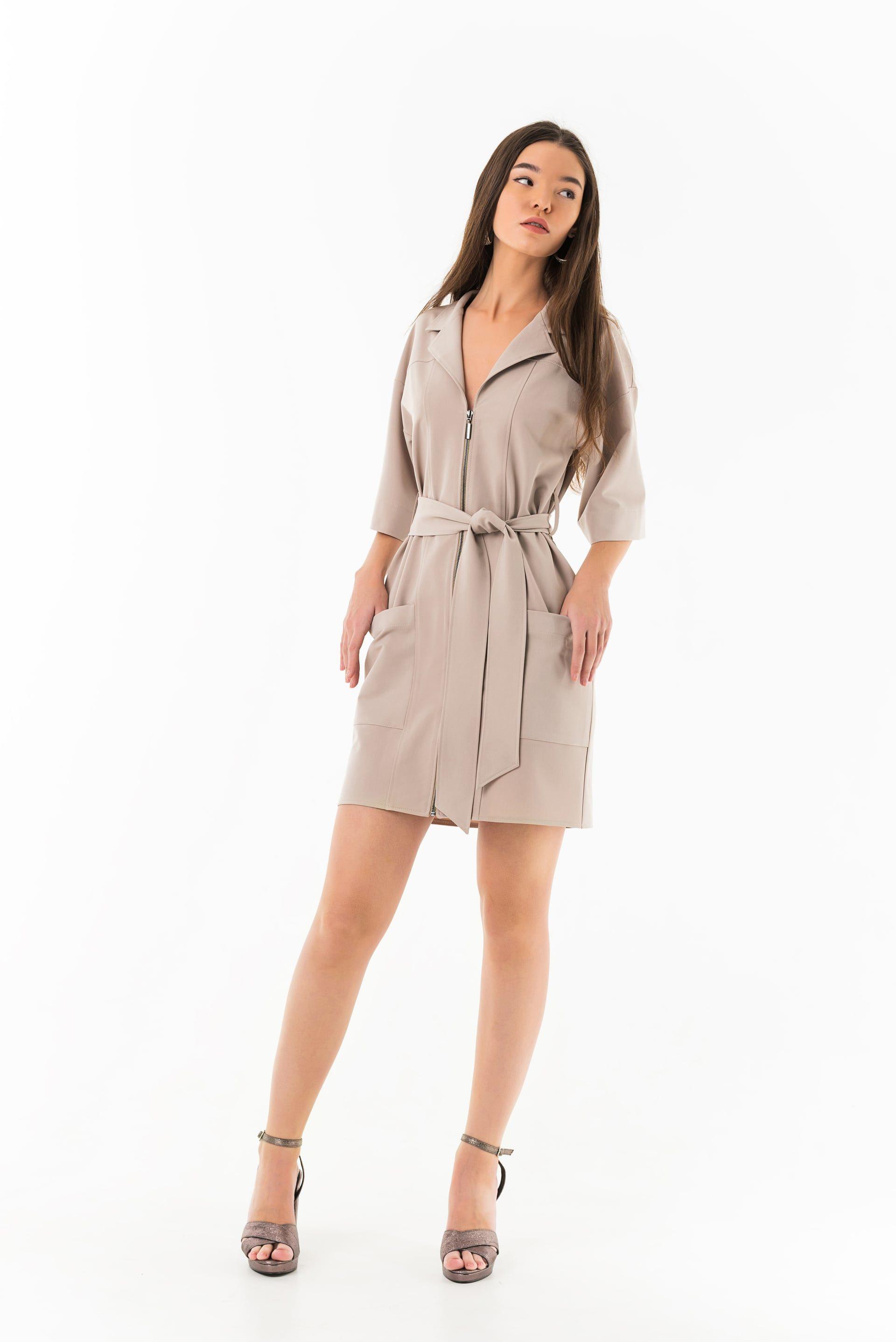 Платье прямого силуэта с карманами