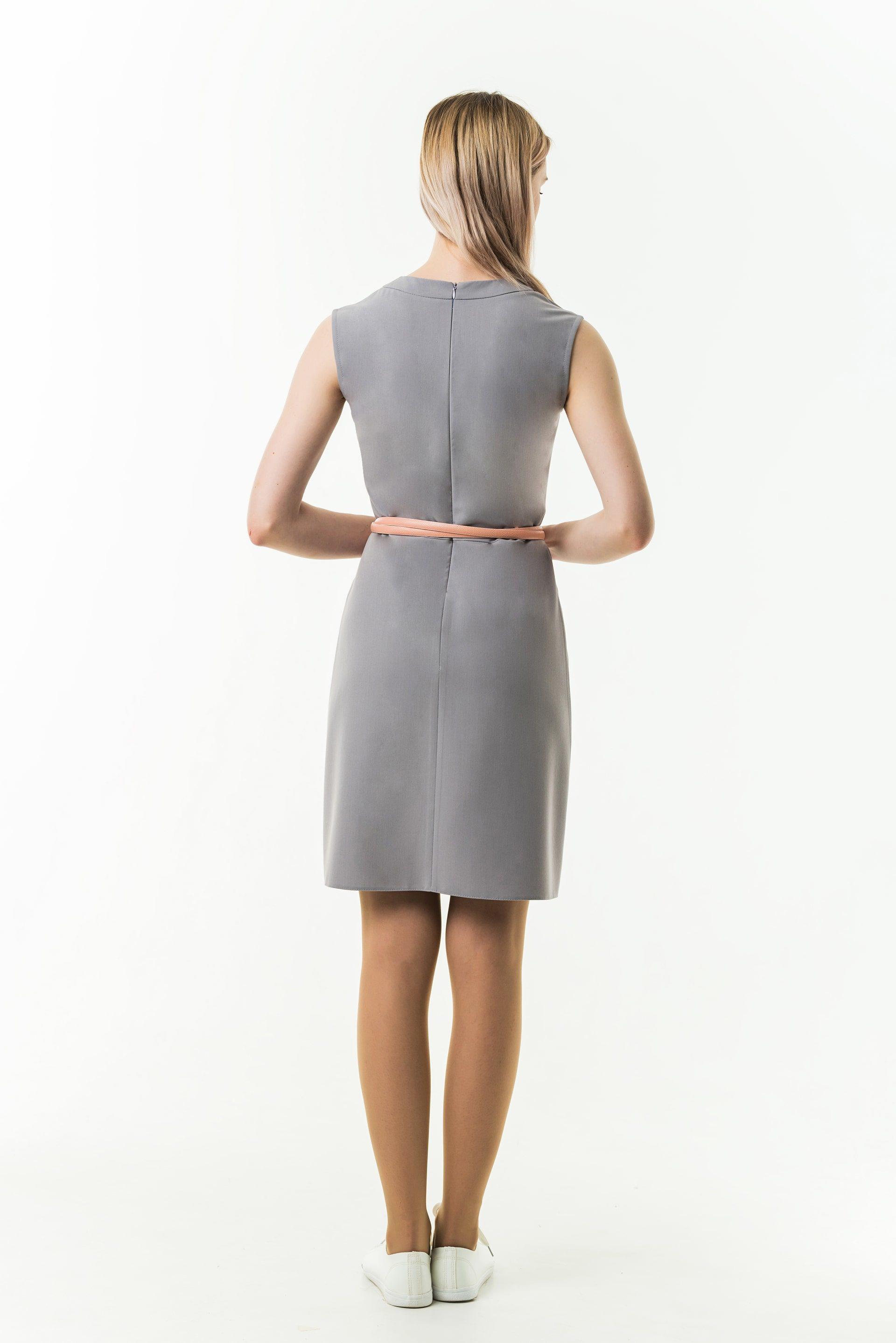 Платье без рукава прямого силуэта