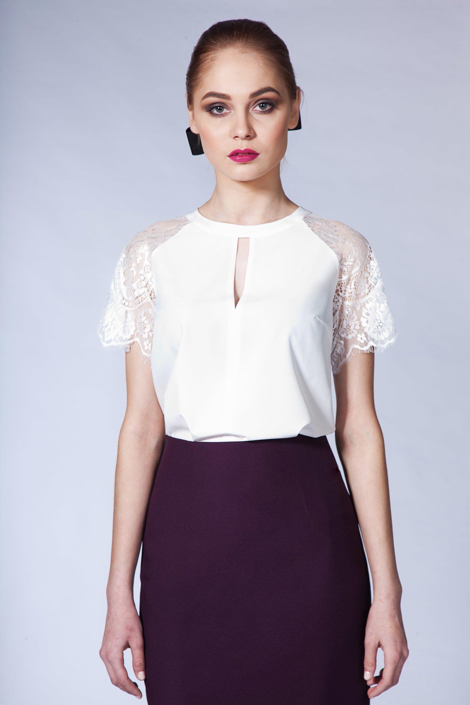Блузка в кружевными рукавами
