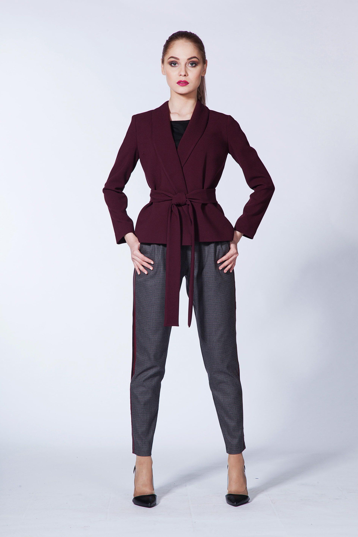 Жакет из костюмной ткани с поясом