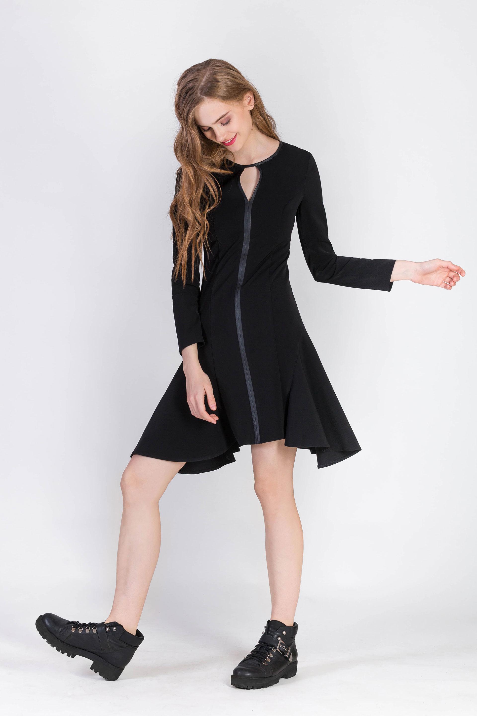Платье с кожаной планкой
