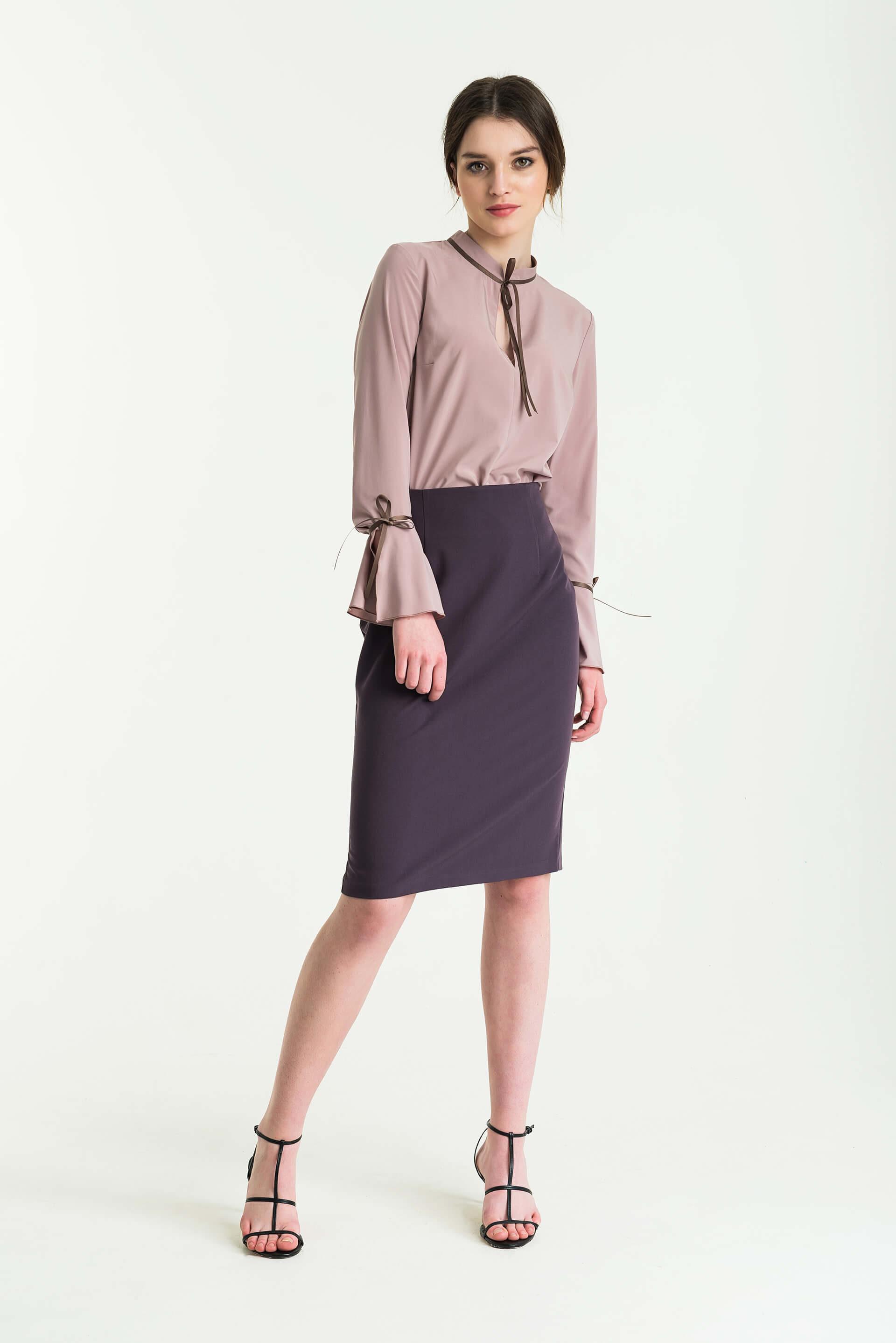 Блуза с воланом по рукаву