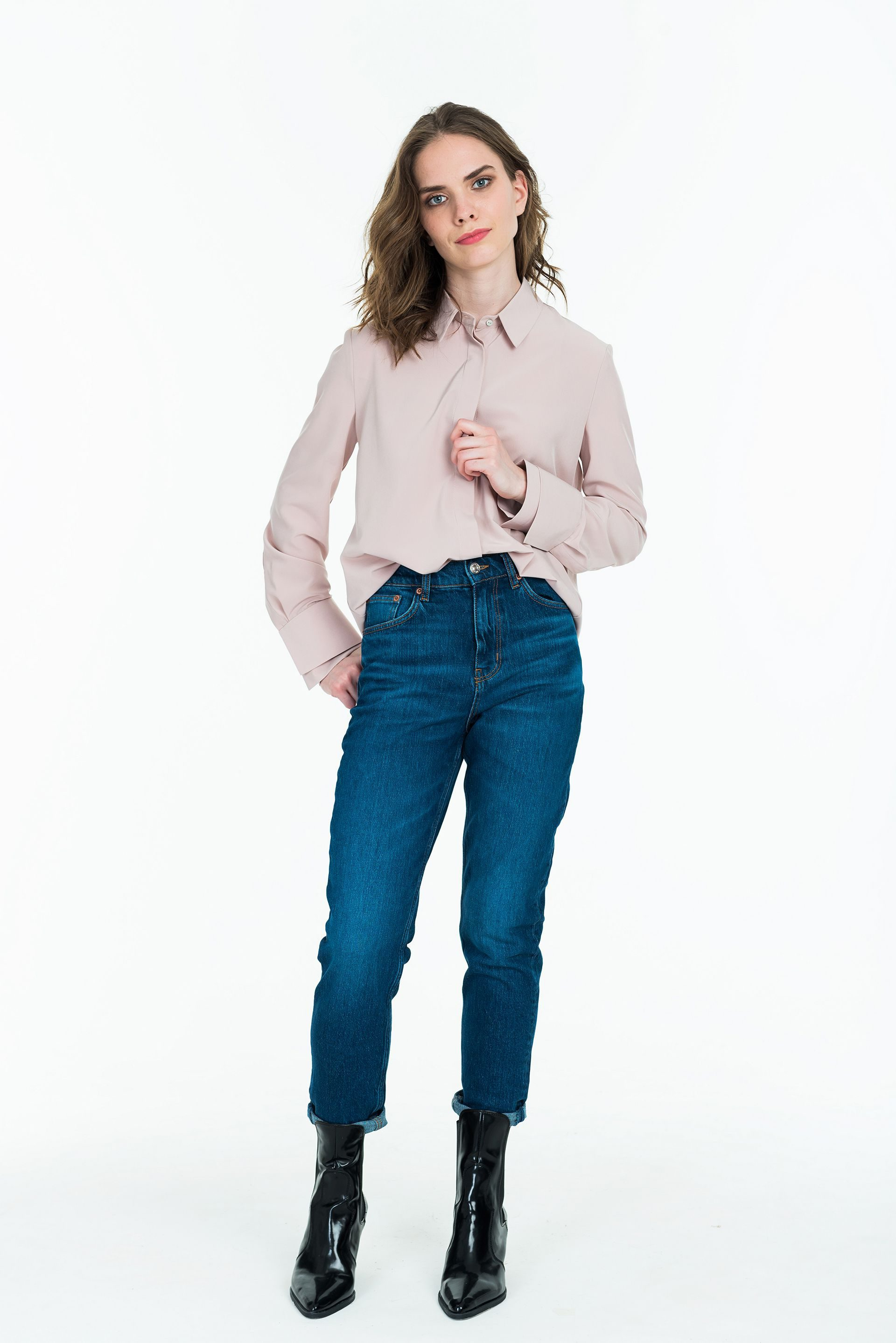 Рубашка бедно-розового цвета двойными манжетами